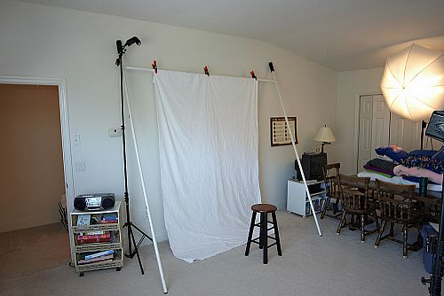 DIY Ghetto-Fab Portable Backdrop Stand