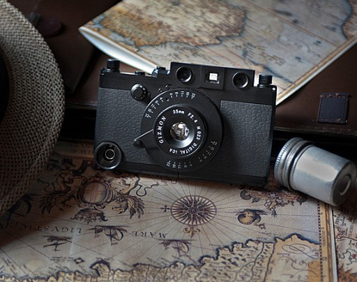 gizmon-ica-rangefinder-case-military-edition-iphone-4-01