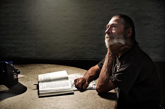 lighting-homeless-people-portraits-underexposed-aaron-draper-23