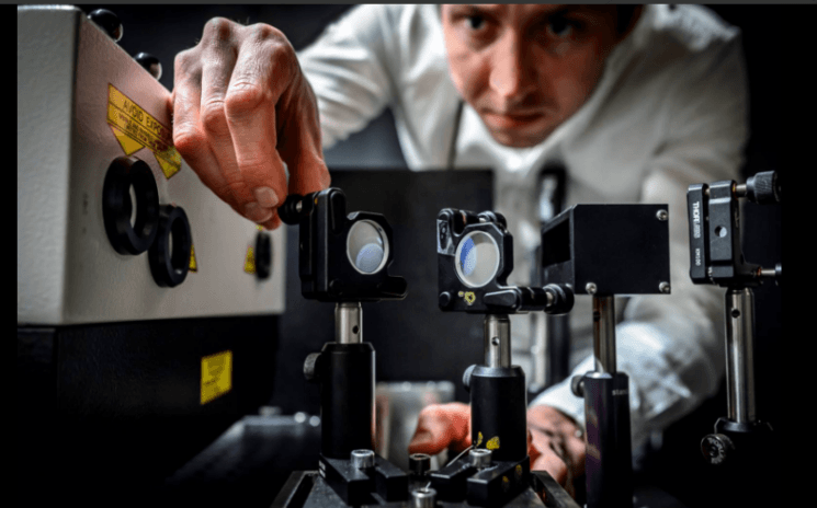 The world's fastest camera captures the movement of light at five trillion photos per second