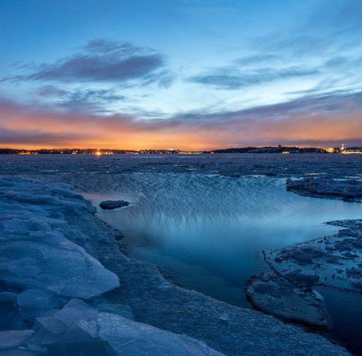 24 jours sur une île privée glaciale en Finlande pour photographier l'hiver se transformant en printemps